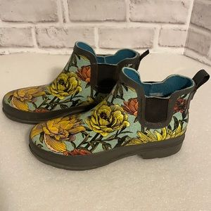Women's garden ankle boots: Size 7